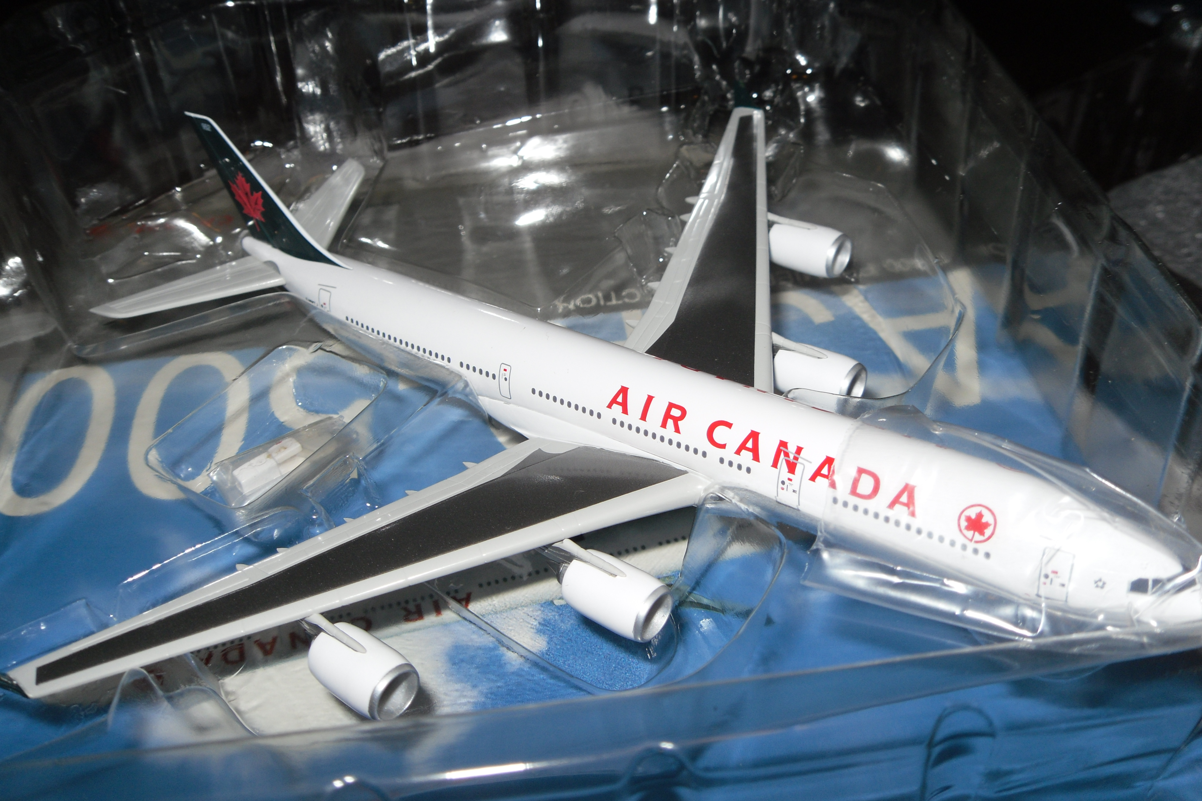 55562 A340-500 Air Canada Premiere Collection 1/400